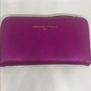 NWT Adrienne Vittadini  Charging Wallet